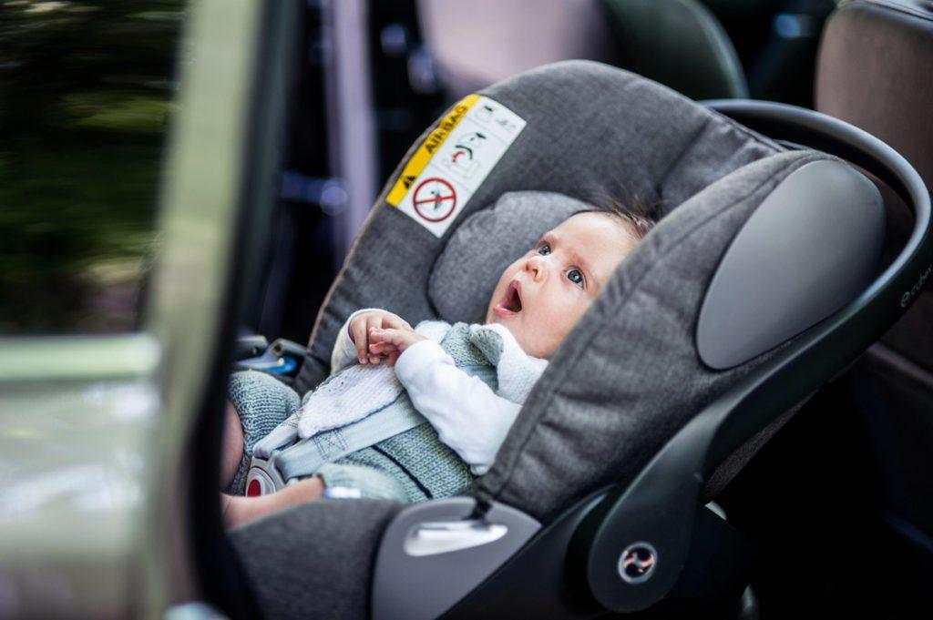 pierwszy fotel dla niemowlaka do auta
